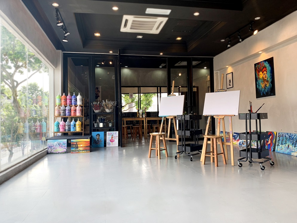 art-and-bonding-studio-trendy-cozy-artistic-painting