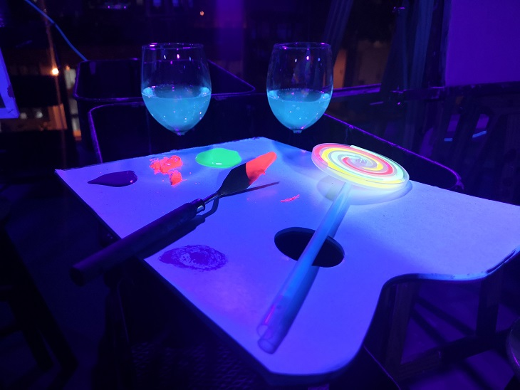paint-party-neon-painting-in-the-dark-malaysia