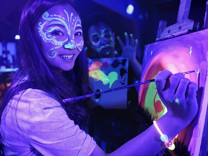 sip-and-paint-kuala-lumpur-paint-party-neon-black-light-painting-in-the-dark