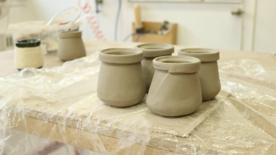 Façonnage de la tasse en céramique