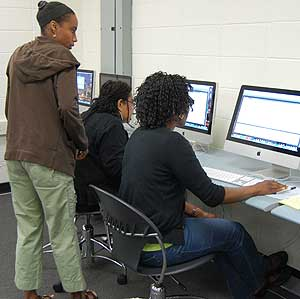 Lisah Hamilton assists participants in setting up their own blogs.