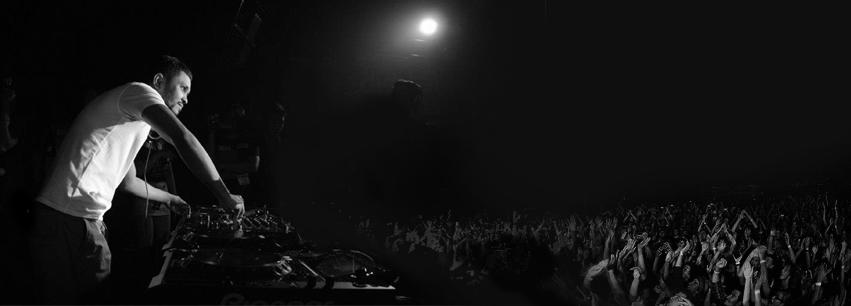 DJ Mass Performing