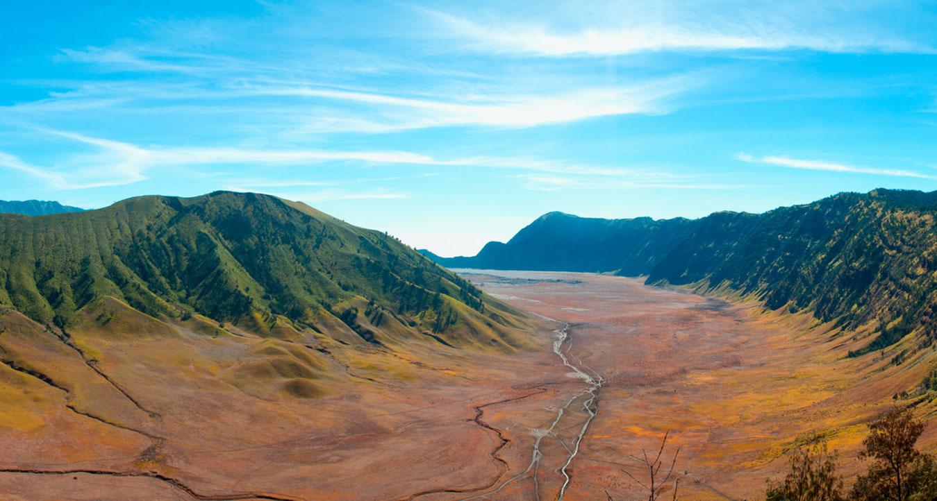 lembah dan kawah di gunung bromo