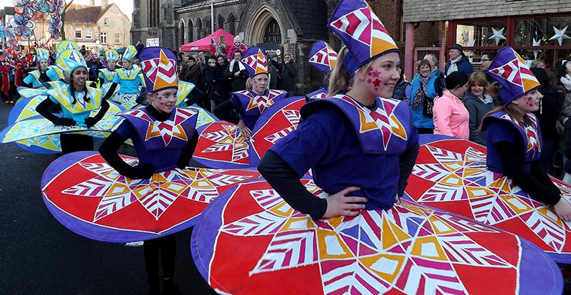 Kinetika carnival dancers