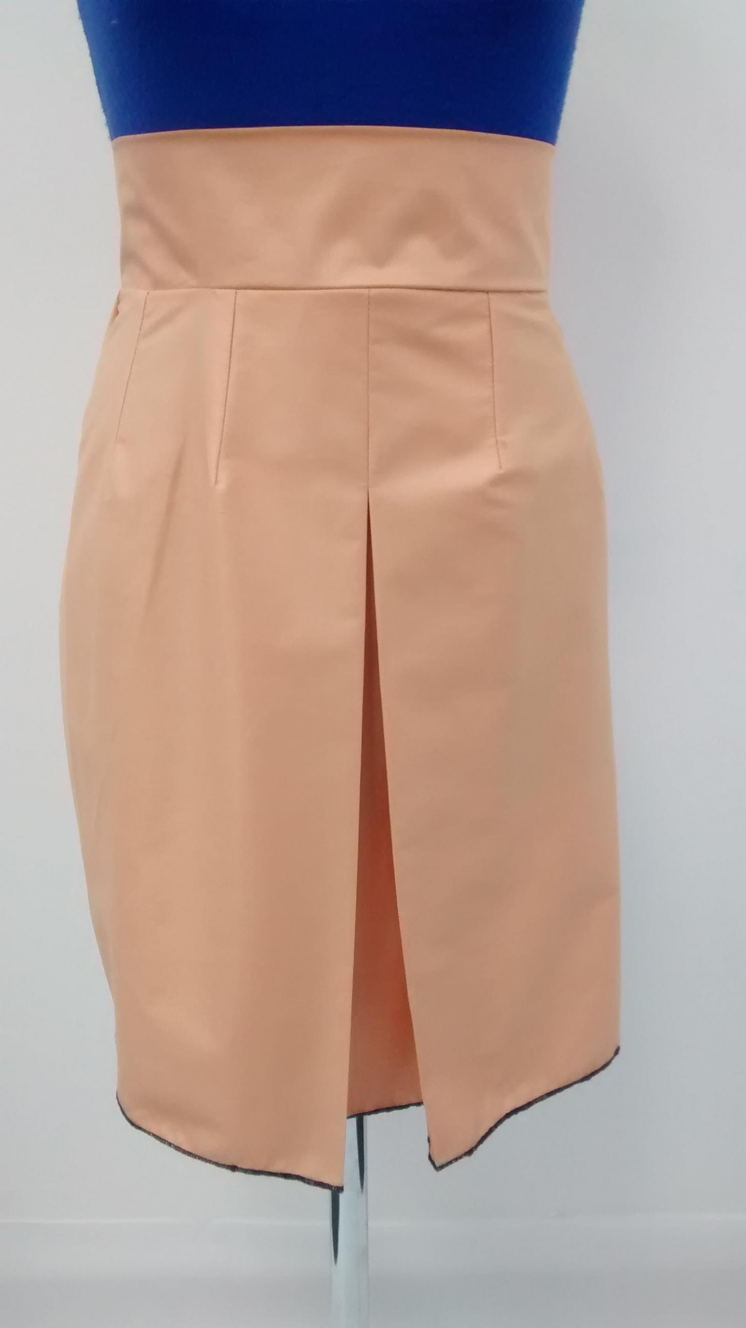 Central pleat skirt