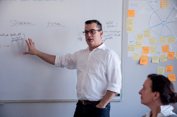 Master Trainer José Díaz beim Design Sprint Training