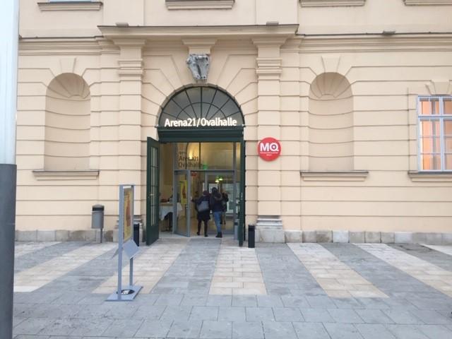 Eingang zum Event - Ovalhalle