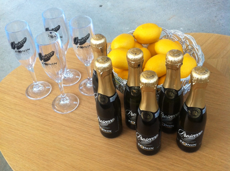Mini-prosecco-bottles
