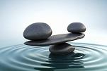 Pierres en équilibre dans l'eau