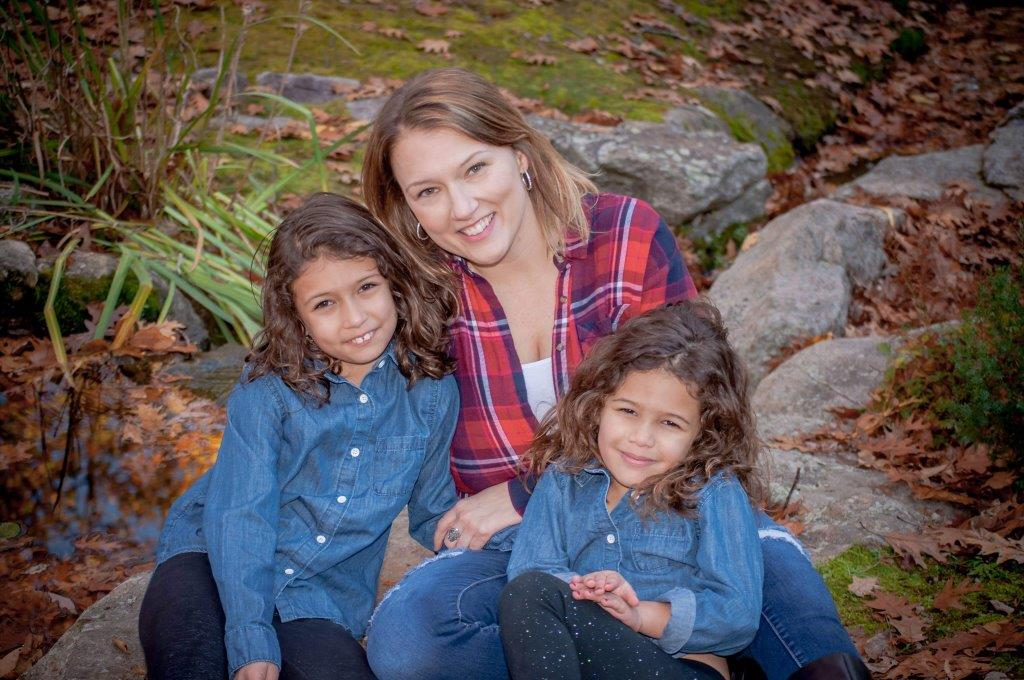 Picture of Valerie w/ her two daughters