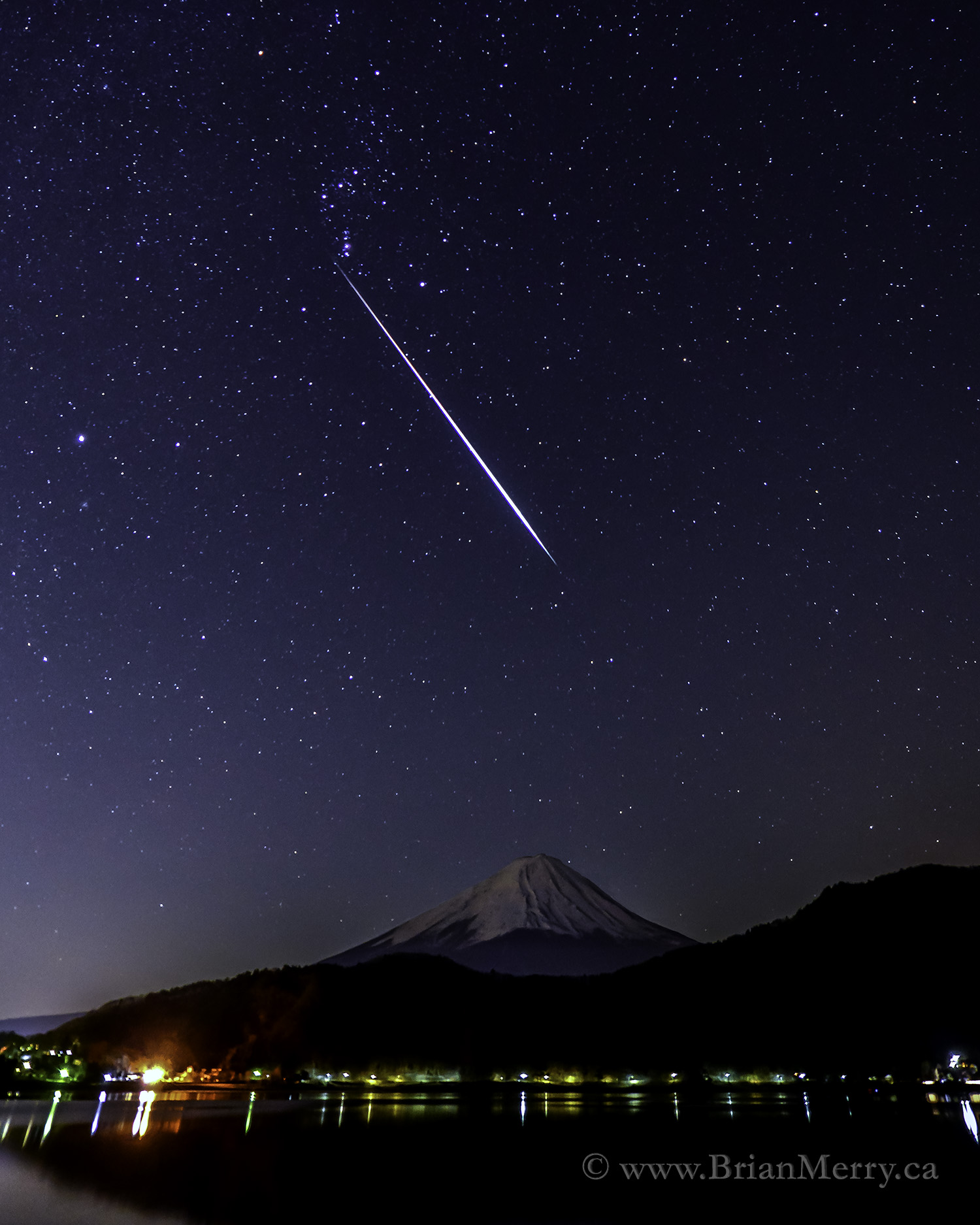 Meteor over Mount Fuji, Japan