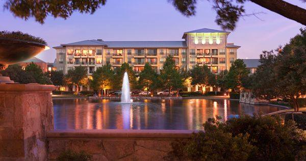Beautiful Upscale Marriott Hotel at the w/Plano Lake