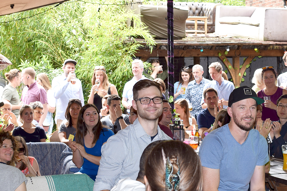 picture of a large audience. Everyone seem to have a good time.