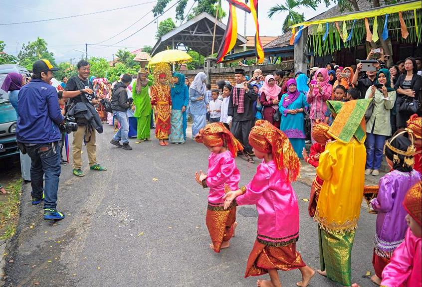 Babako Tradition, Perform by students