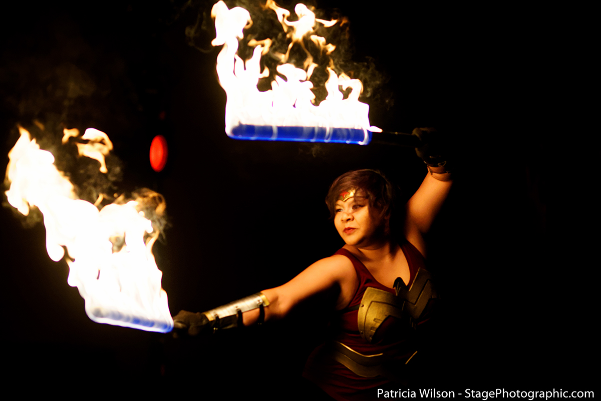 Raks Geek - Firespinning Wonder Woman