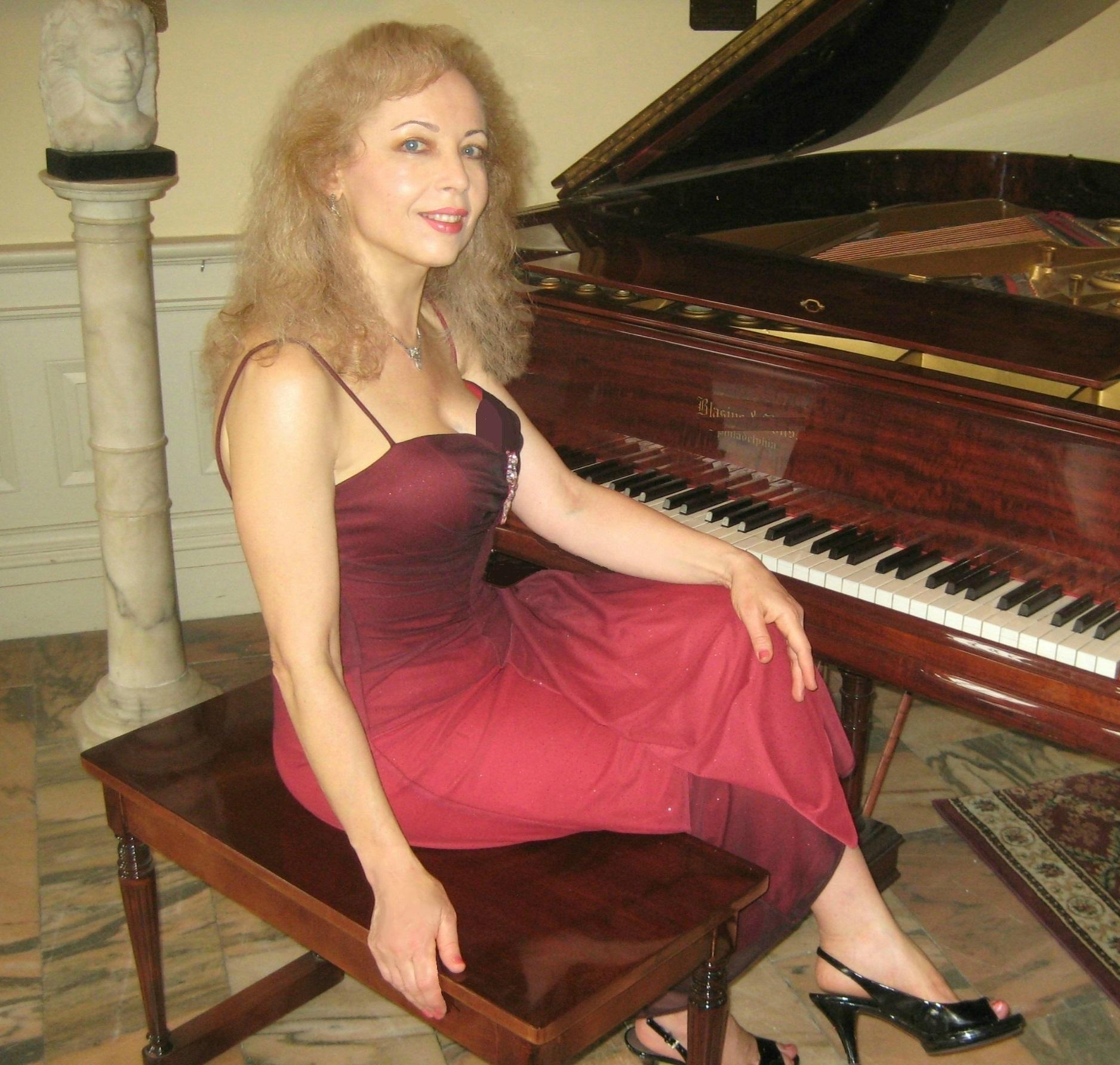 Sophia Agranovich seated at piano