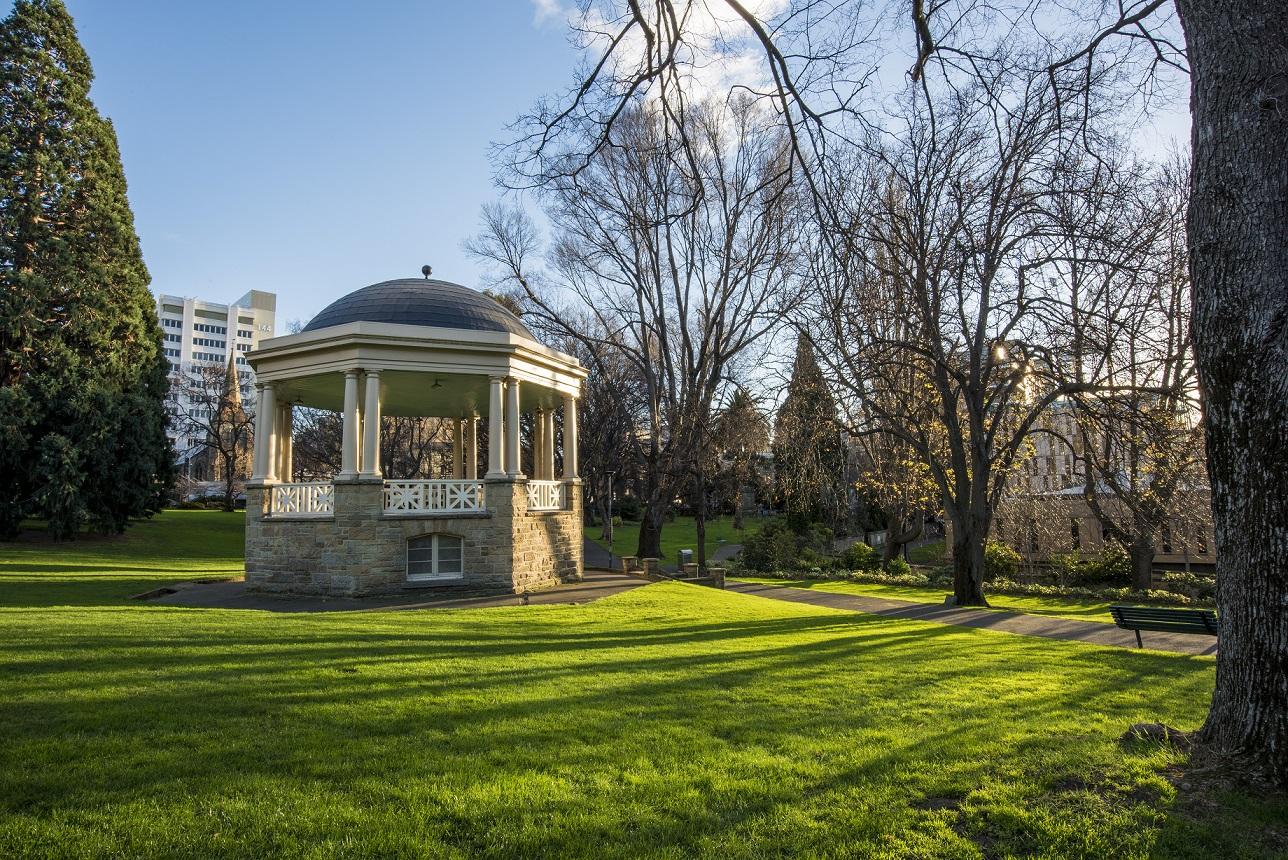 霍巴特快乐徒步游集合地点,圣戴维斯公园(St David's Park)中心的圆顶凉亭