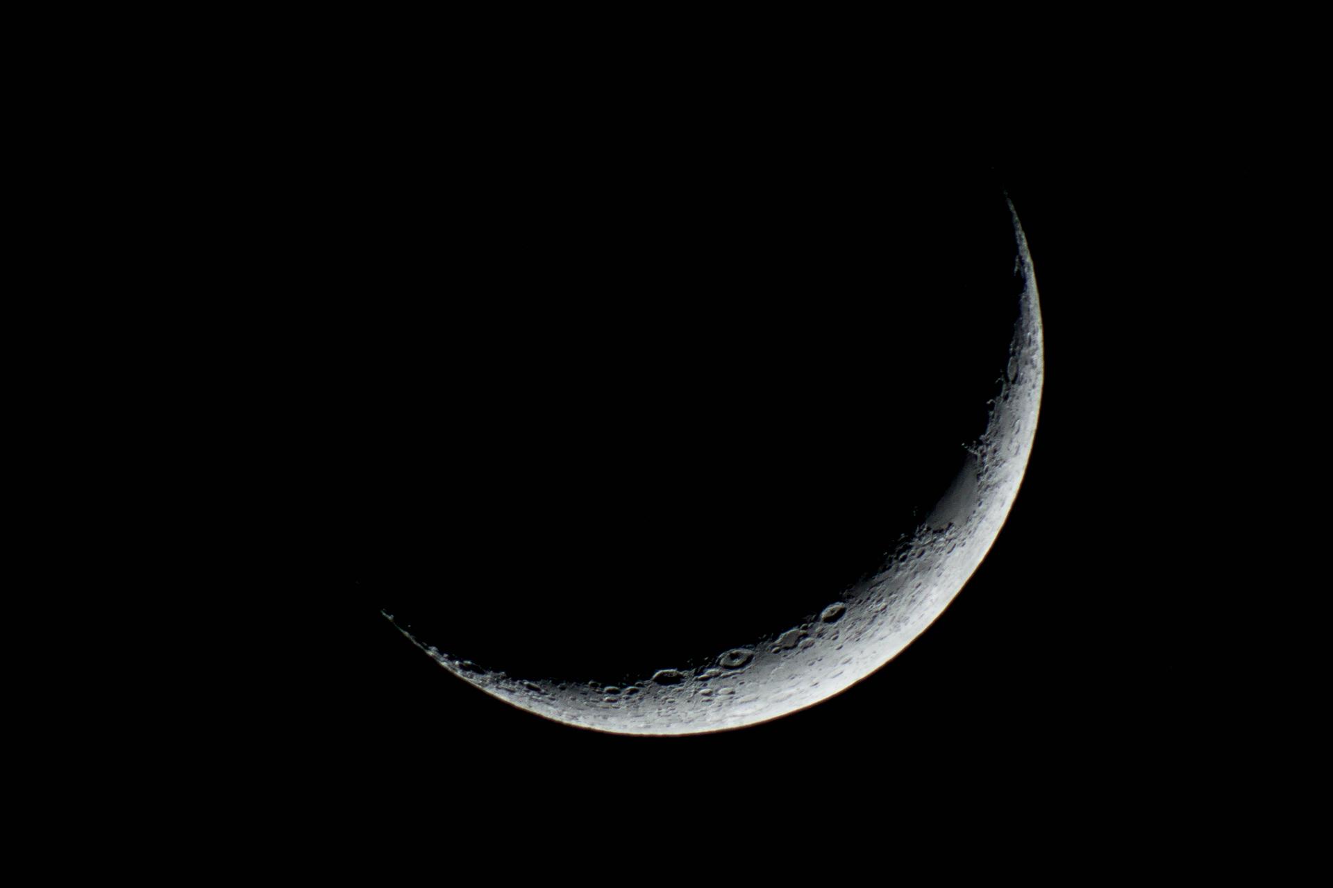 Cresent Moon by Peter Li 2013