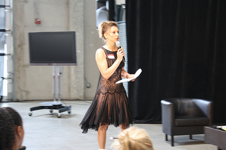 Tatjana Leuthi guiding the audience in a community definition exercise.