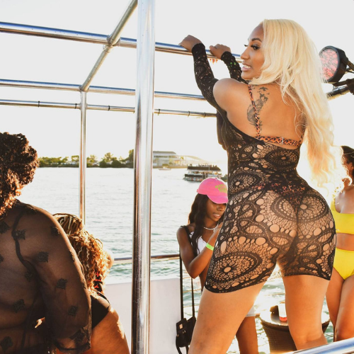 dance and twerk at the boat party in miami beach