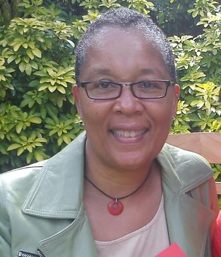 Headshot of Dr Monalesia Earle