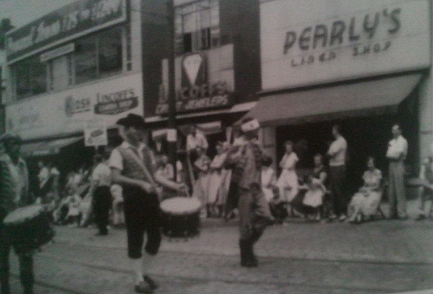 archive photo of North Braddock, PA showing Pearly's