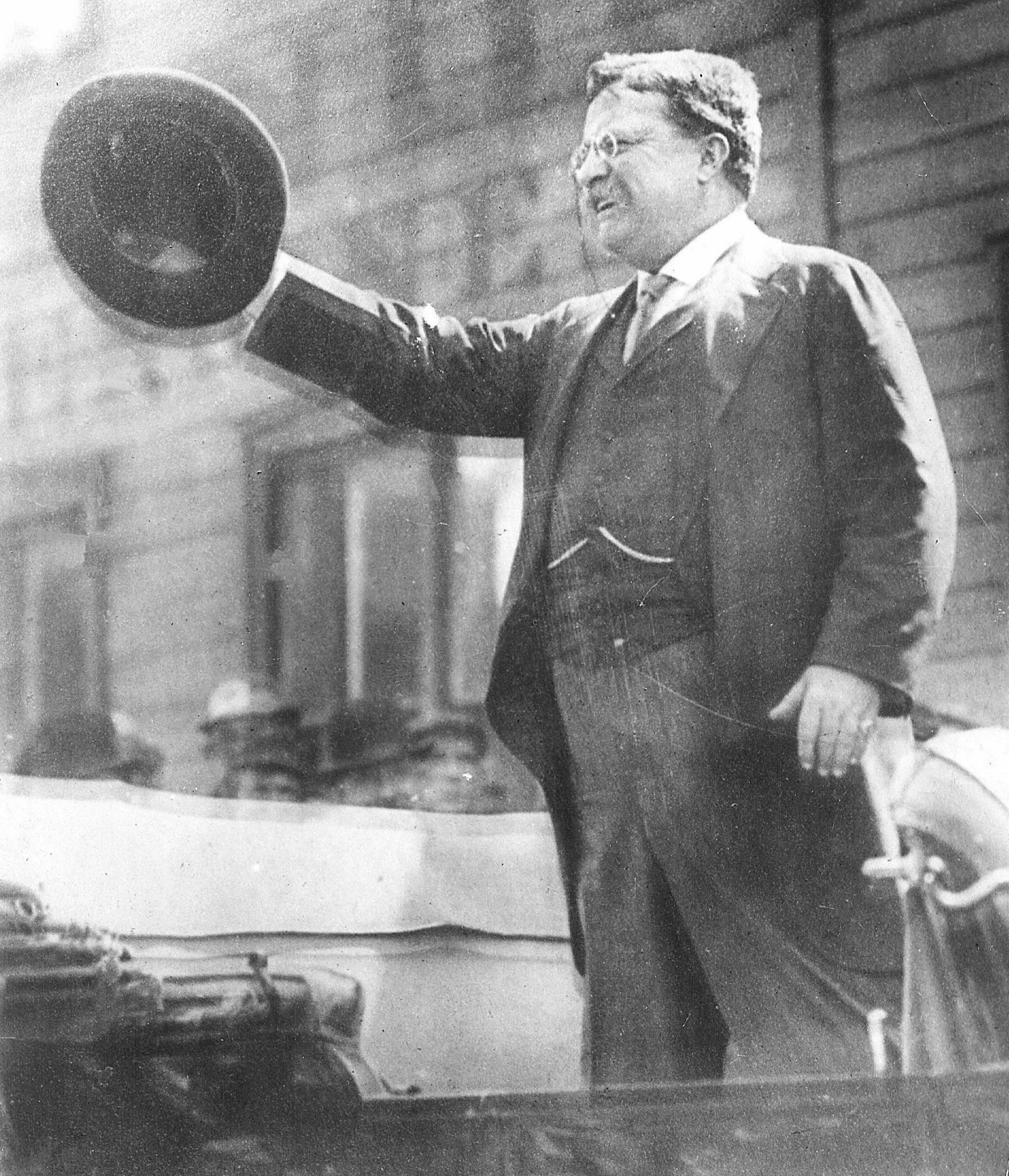 Teddy Roosevelt speaking in Milwaukee
