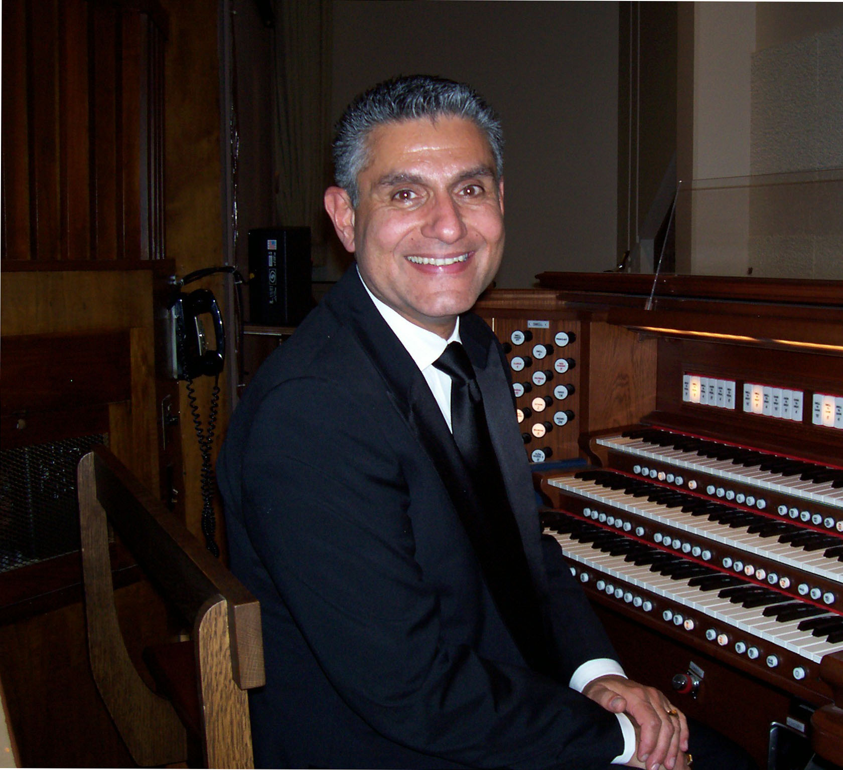 Organist from Sinai Temple