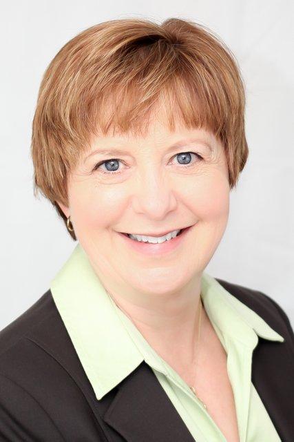 Karen Dettinger head shot