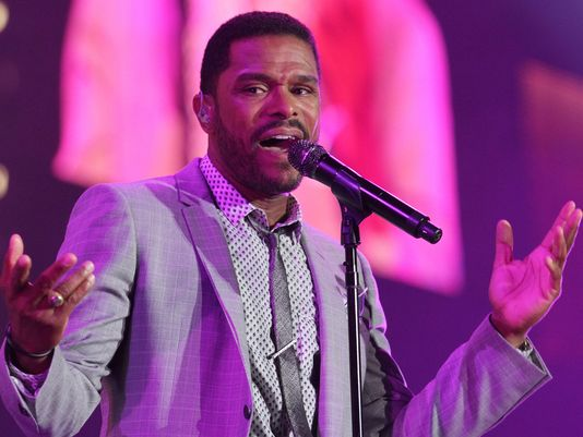 Maxwell Performing at the Essence Music Festival