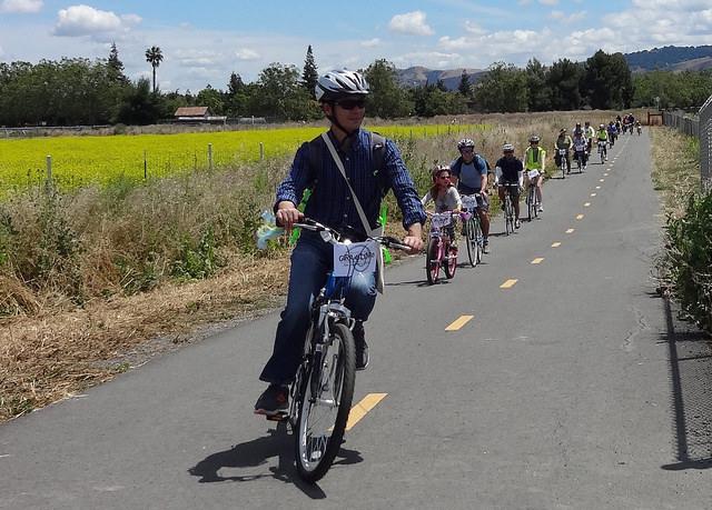 Gira de Libro cyclists in Martial Cottle Park