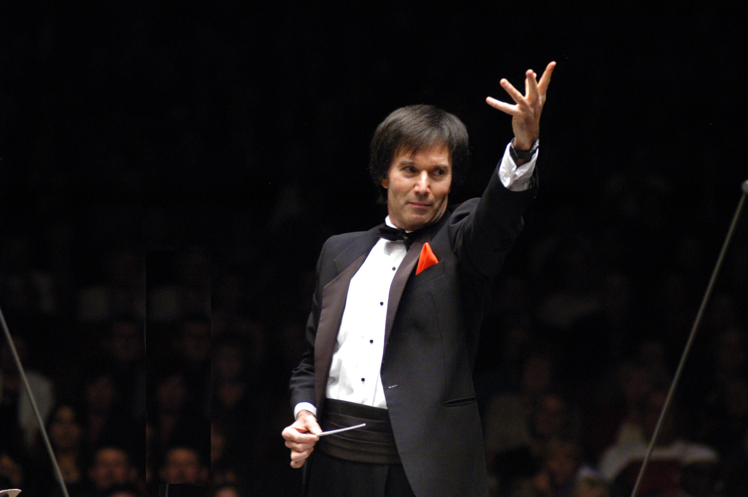 Founder-Conductor Gary S. Greene conducting