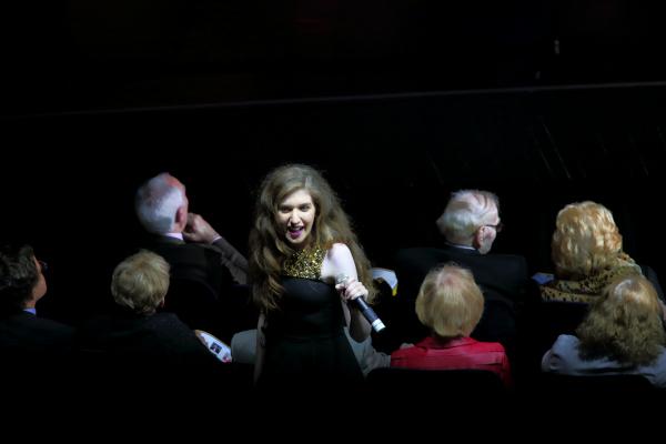 Victoria Gordon leading Sing Along