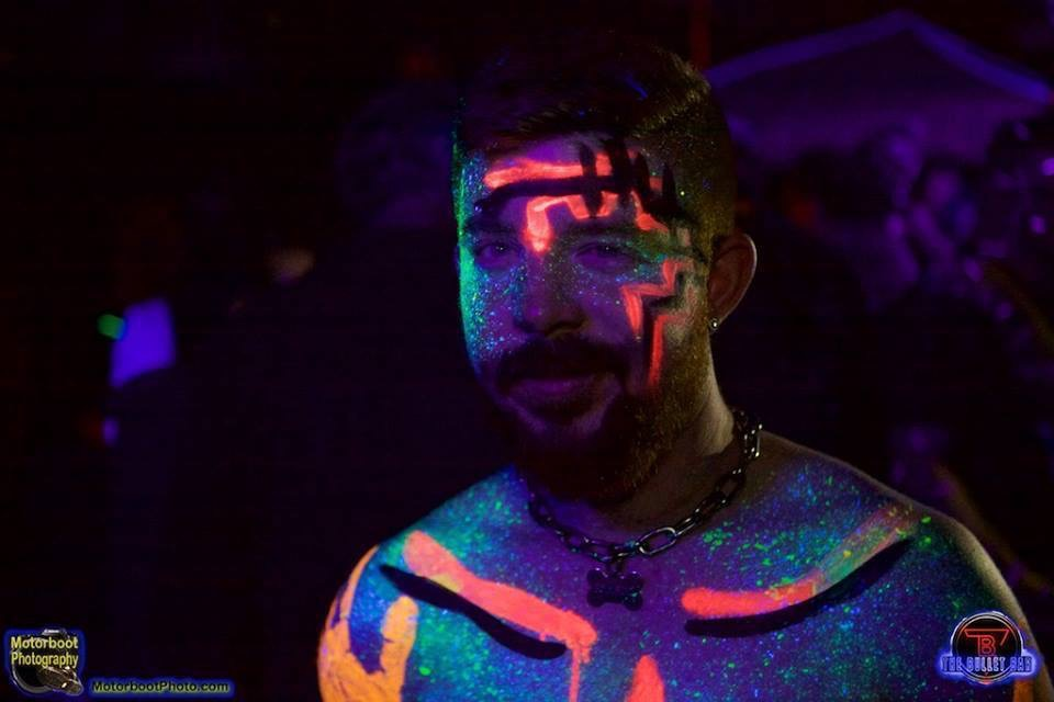 Glow me play party make up glow paint