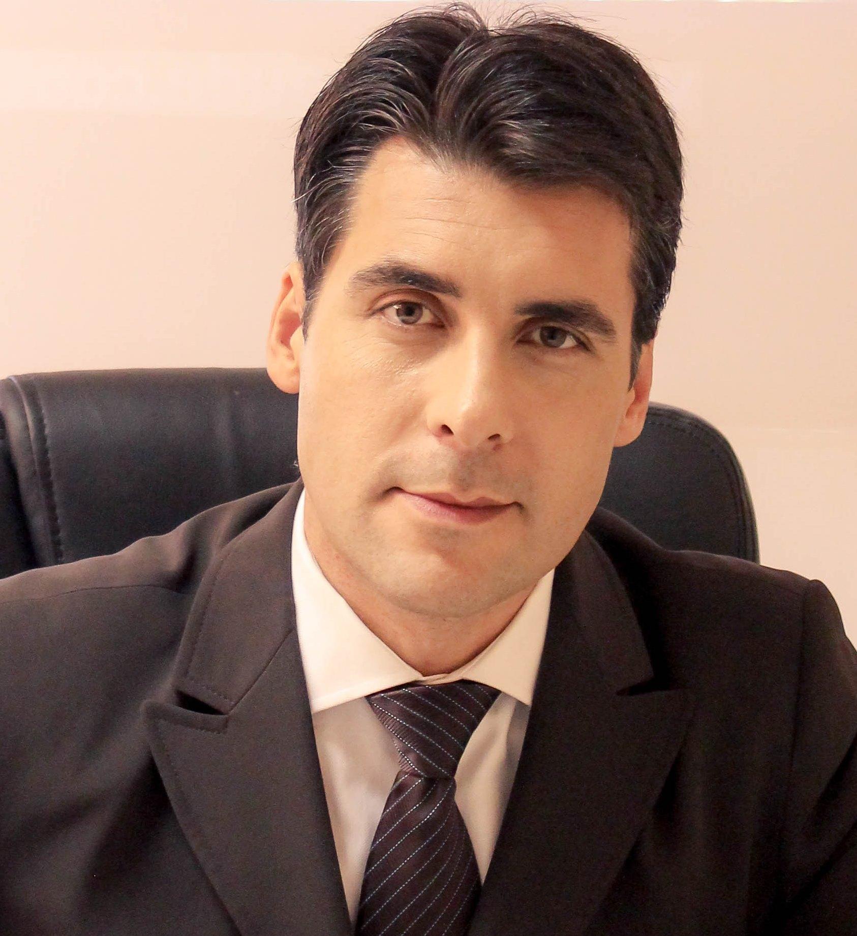 Dr Ivandro