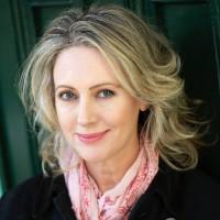 headshot of Roz Hammond