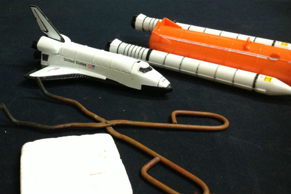 Shuttle tile and space shuttle