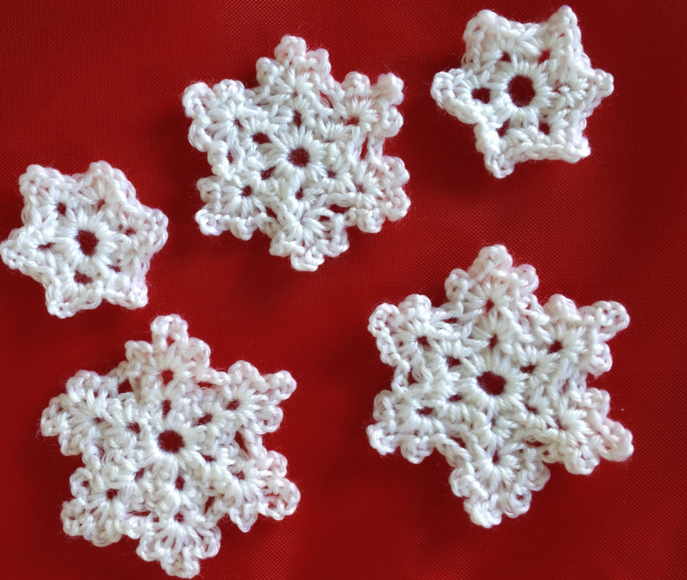 Make Christmas snowflakes
