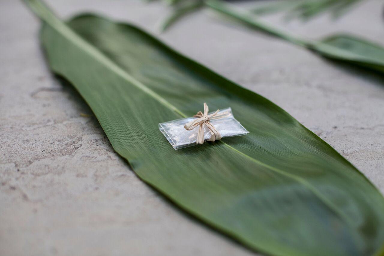 Ti Leaf Wrapping
