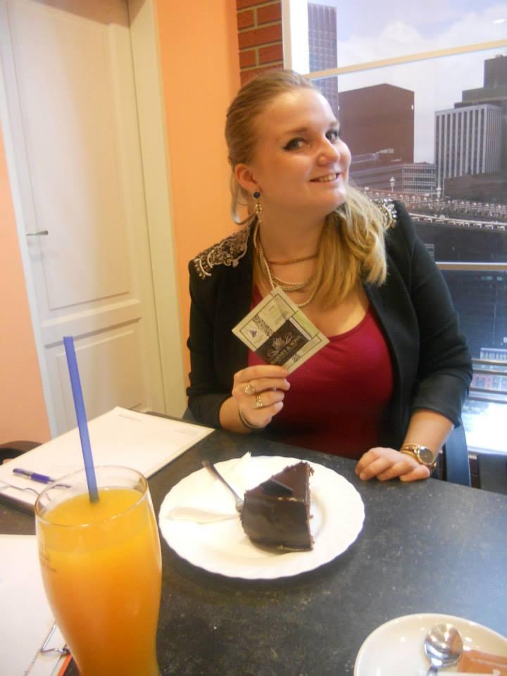 Daria Somova eating pie at PIE