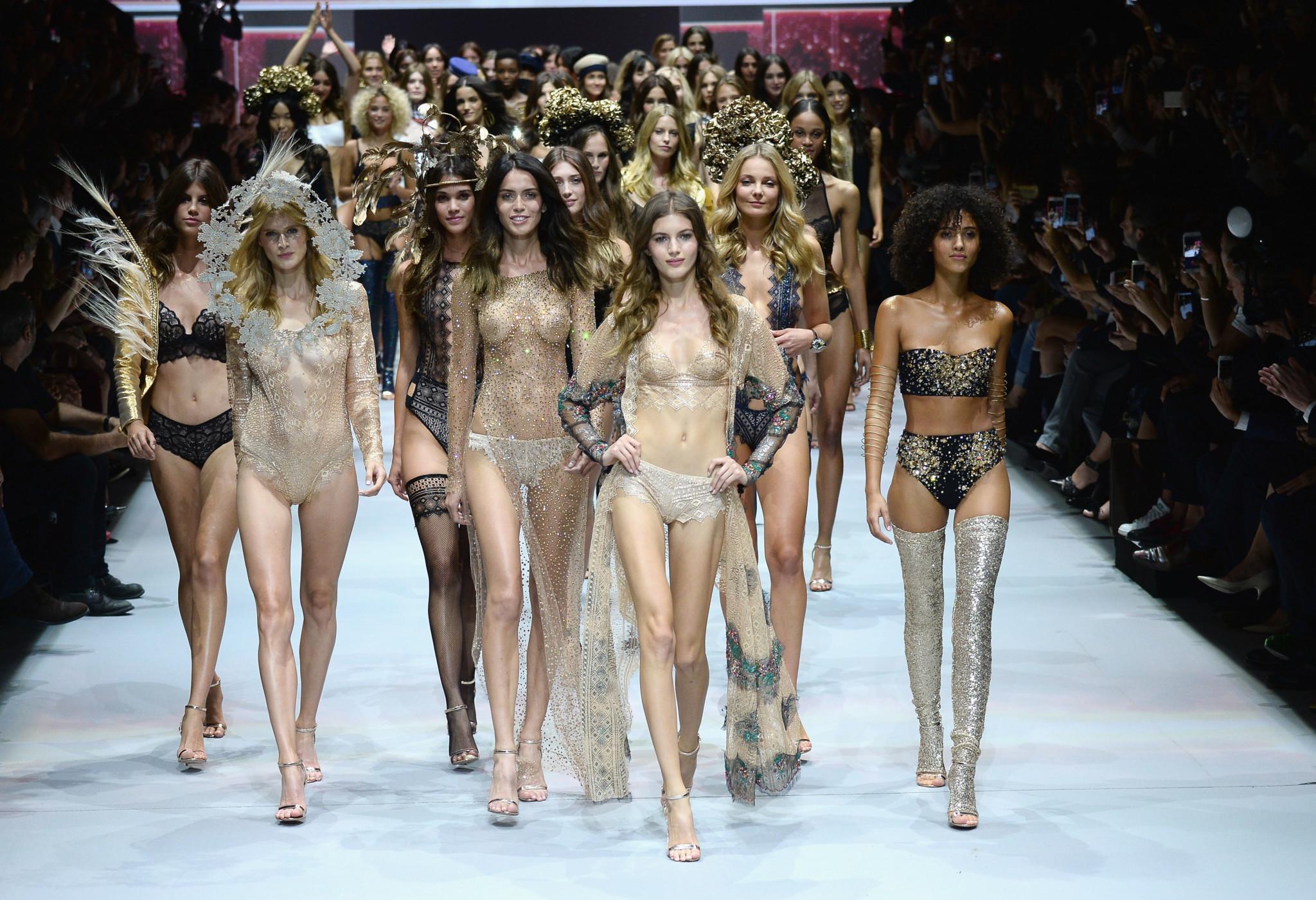 Смотреть эротический показ мод — img 3