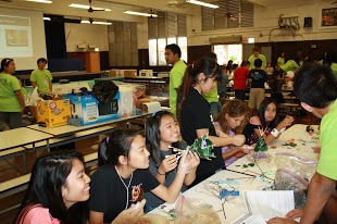 Students work under guidance from UH student volunteers to learn more about engineering!