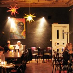Schwarzes Café