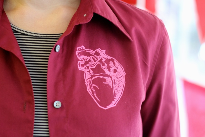 Shirt printed with an anatomical heart