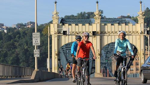 Rides crossing the historic Smithfield St Bridge