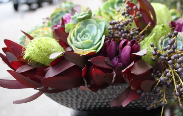 Cool tones for modern, winter-inspired table centerpiece