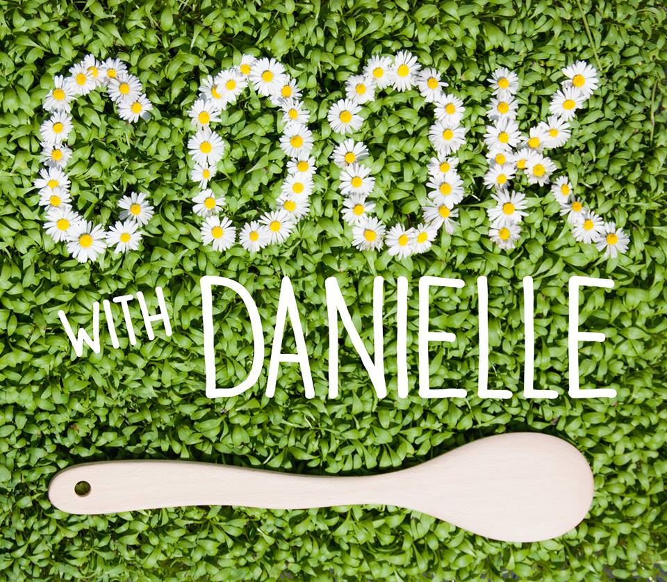 logo fleurs Cook with Danielle