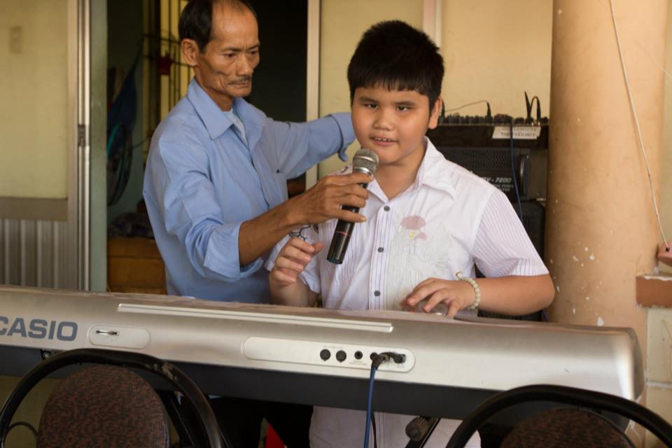 their son,. a blind prodigy plays 9 instruments at age 12