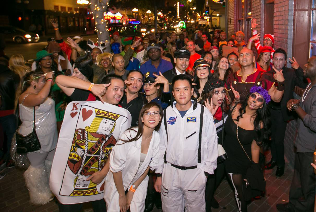 Group Picture - Halloween Night Club Crawl - Nasstive Entertainment