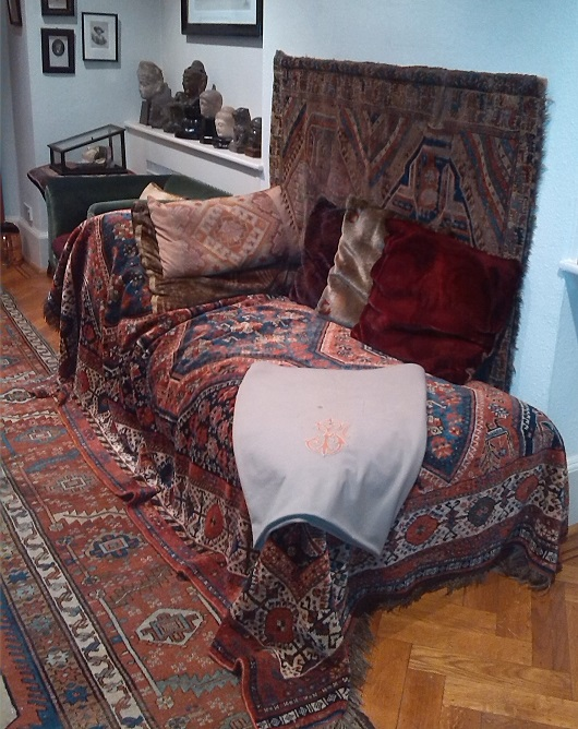 Freuds famous couch